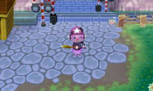 This is Homura. She's known as the Shovel Mayor, because she is rarely seen without it.